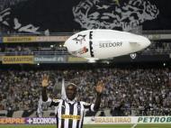 Helicóptero e stand-up na apresentação de Seedorf no Botafogo (Ricardo Moraes/Reuters)