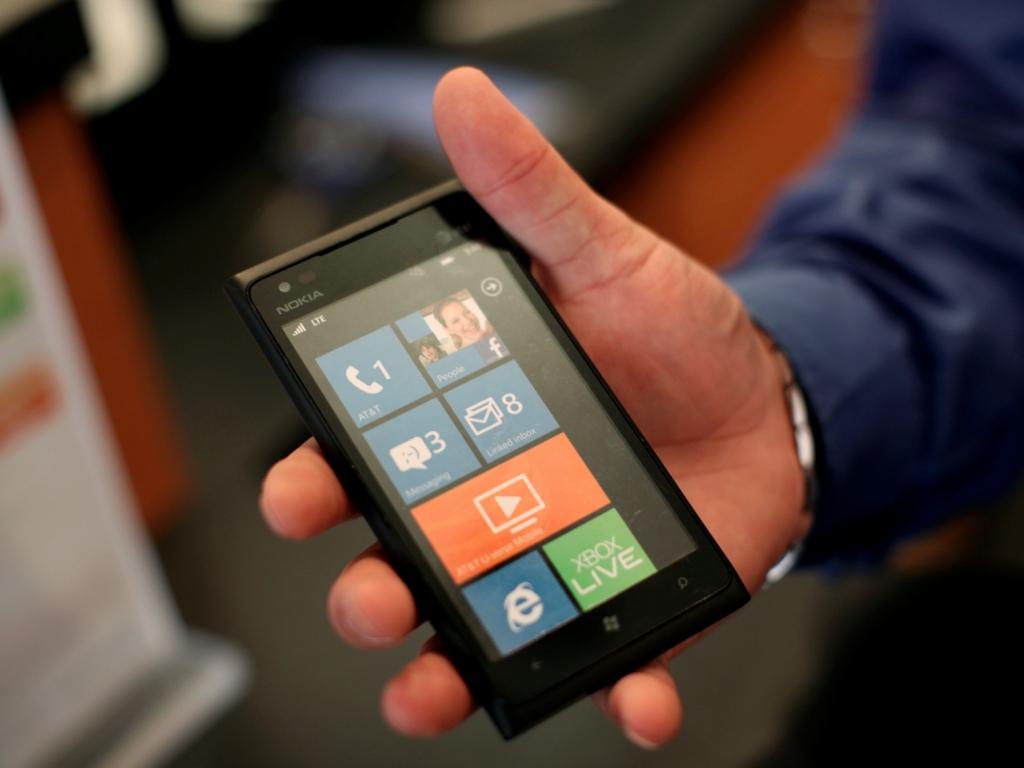 Nokia Lumia 900 (foto Reuters)