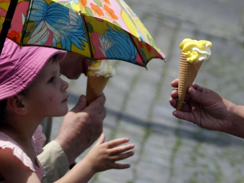Com este calor não há quem lhes resista (REUTERS/Petr Josek Snr)