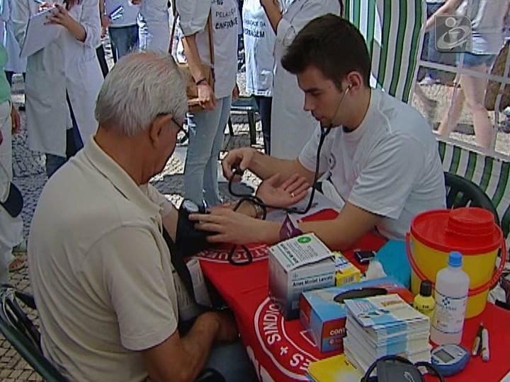 SNS vai contratar enfermeiros sem vínculo à Função Pública
