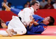 Judoca brasileiro Felipe Kitadai partiu a medalha de bronze [Foto: Reuters]