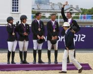 Princesa Ana, Zara Phillips, Kristina Cook, Mary King, Nicola Wilson e William Fox-Pitt - Zara Phillips conquista primeira medalha olímpica da família real Foto: Reuters