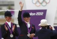 Zara Phillips e Nicola Wilson - Zara Phillips conquista primeira medalha olímpica da família real Foto: Reuters