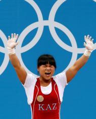 Zulfiya Chinshanlo, atleta do Cazaquistão que venceu medalha de ouro em prova de halterofilismo [Foto: Reuters]
