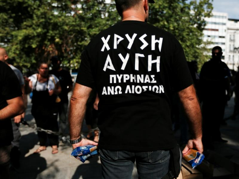 Aurora Dourada oferece alimento aos gregos [Foto: Reuters]