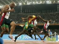 2004: a bandeira portuguesa no pódio dos 100 metros, graças a Francis Obikwelu; o velocista de origem nigeriana conseguiu a prata, numa prova ganha por Justin Gatlin em 9.85s; Obikwelu fez 9.86s, ainda recorde europeu