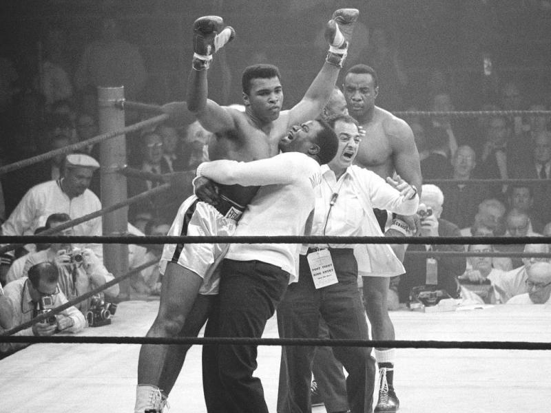 Um dos melhores pugilistas de sempre, Cassius Clay mudou de nome para Muhammad Ali quando se converteu ao islamismo, em 1964