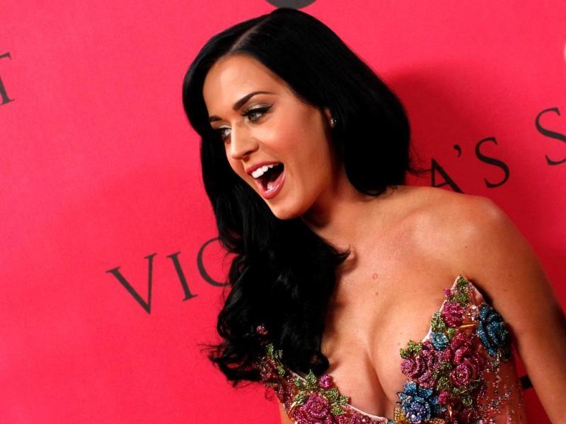 Sabia que, antes de ficar conhecida por «beijar uma rapariga», Katy Perry lançou um disco de música folk cristã sob o seu verdadeiro nome, Katy Hudson?
