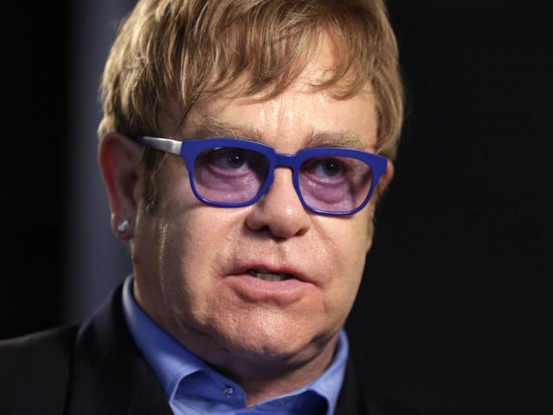 Hoje em dia toda a gente sabe quem é Elton John, mas o músico inglês iniciou a carreira com o verdadeiro nome, Reginald Dwight