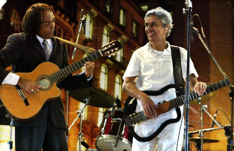 2004 - Caetano Veloso com Gilberto Gil (Reuters)