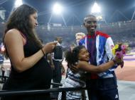 Mo Farah: duplo ouro para a Grã Bretanha nos 10000 e 5000m graças a este fundista de origem somali, que deixou mais um momento para recordar, ao festejar com a filha e a mulher, grávida, na pista