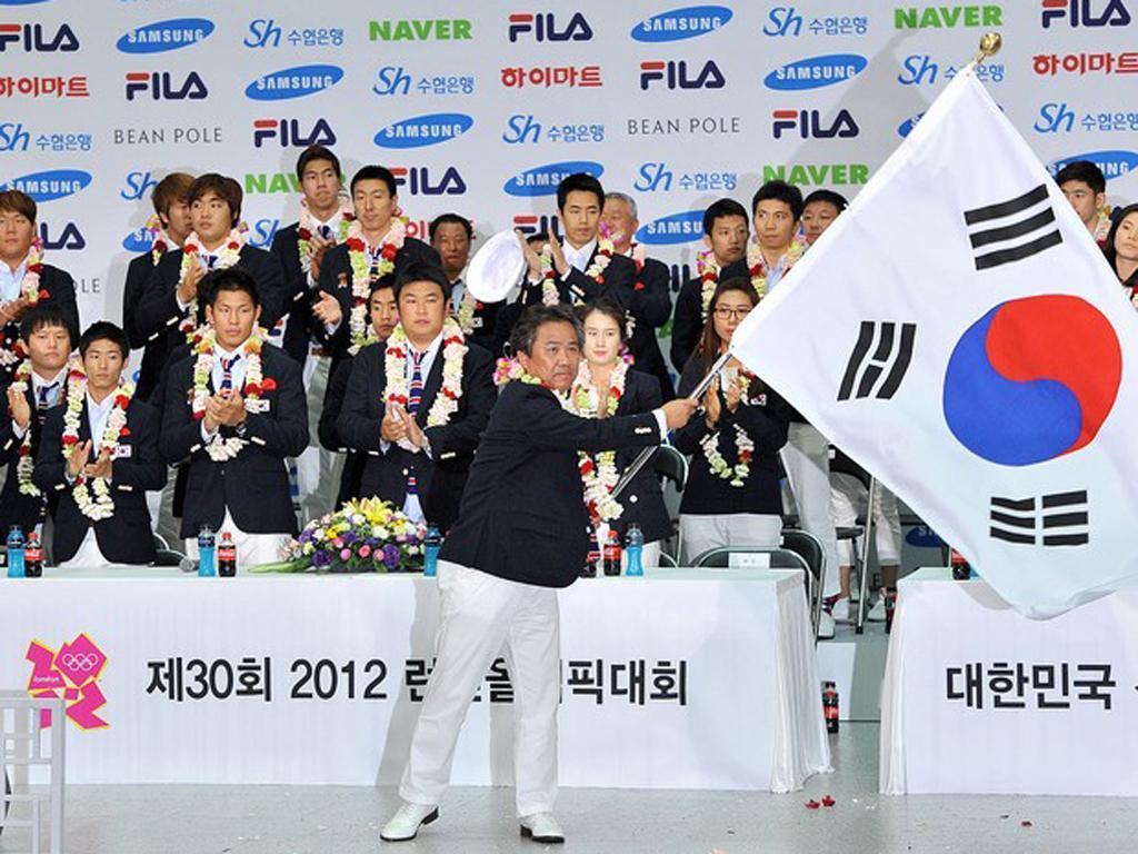 Atletas olímpicos recebidos na Coreia do Sul (Reuters)