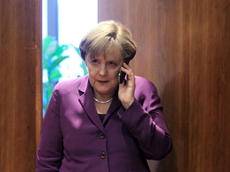 Políticos apanhados a falar ao telemóvel [Foto: Reuters]
