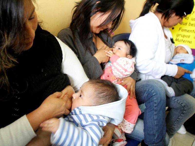 Concurso de amamentação no Peru (Janine Costa/Reuters)