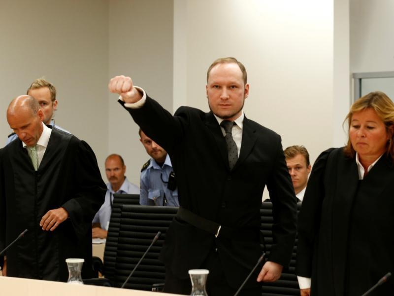 Breivik condenado a pelo menos 21 anos de prisão
