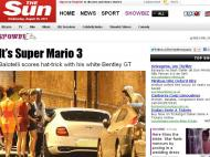 Balotelli enche o carro de mulheres (Foto: jornal The Sun)