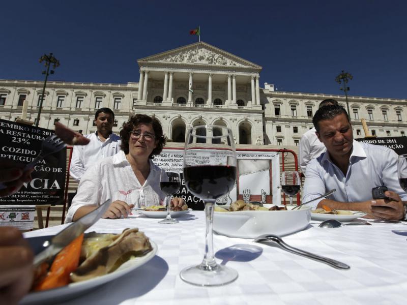 Cozido à portuguesa à porta da Parlamento
