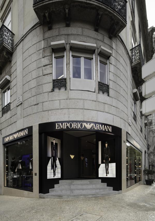 78510c091bdf2 Loja Emporio Armani reabre em Lisboa