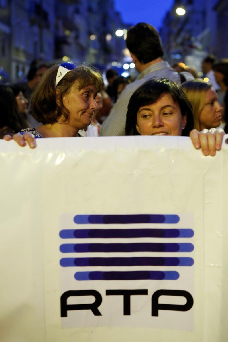 Velas acesas contra a privatização da RTP [JOSÉ SENA GOULÃO/LUSA]