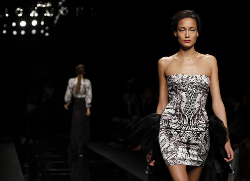e66c28fe050b5 39 120 - John Richmond - primavera verão 2013 Semana da Moda de Milão Foto   Reuters
