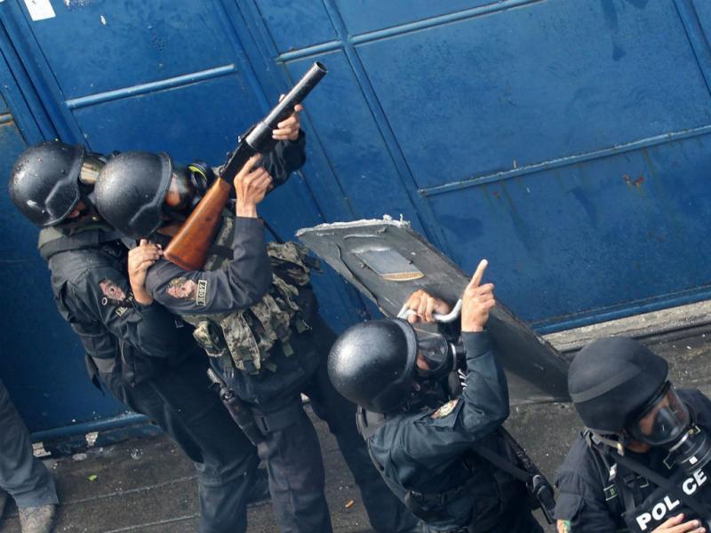 Confrontos entre filipinos e forças policiais (Foto Agência Lusa)