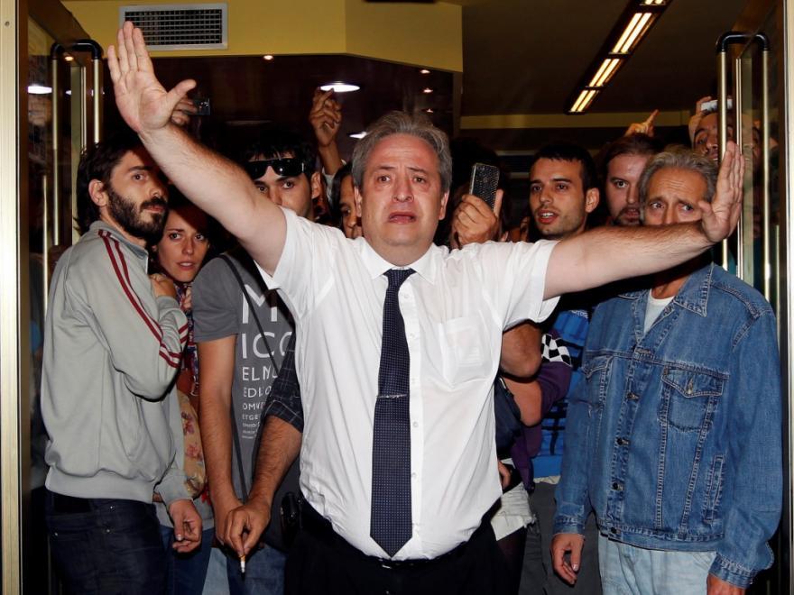 ALBERTO, O EMPREGADO DE MESA QUE ENFRENTOU A POLÍCIA
