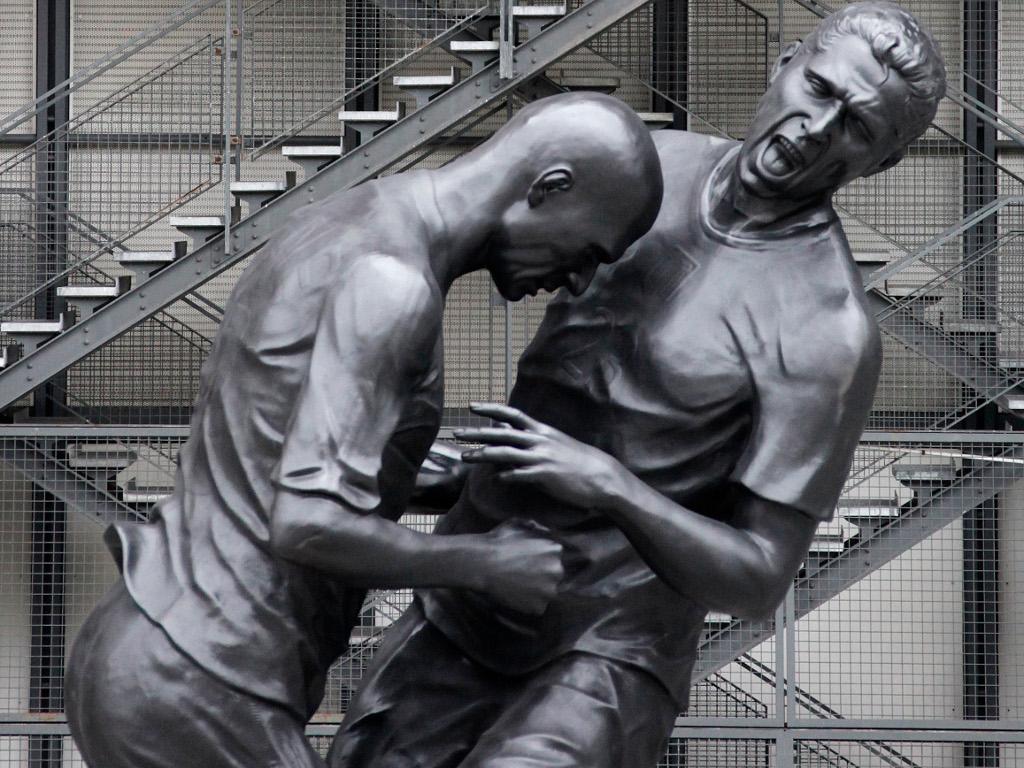Cabeçada de Zidane imortalizada em Paris [Reuters]
