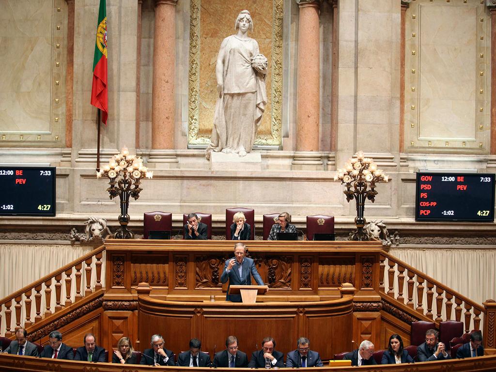 Moções de censura do PCP e do BE em debate no Parlamento (Lusa / Tiago Petinga)