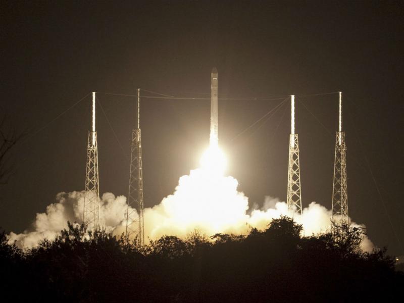 Primeiro foguetão contratado a privados abaste estação espacial (EPA/SpaceX)
