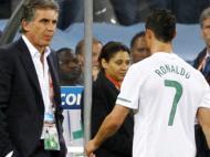 29 de Junho de 2010. «Assim não, Carlos». Portugal perde com a Espanha (0-1) e é eliminado do Mundial 2010. Ronaldo dirige-se ao selecionador e mostra-lhe que é mais do que a estrela da equipa.