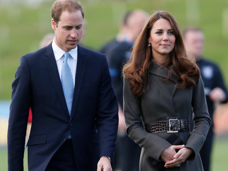 Duques de Cambridge visitam centros de treinos da seleção inglesa, o Saint George`s Park [Reuters]