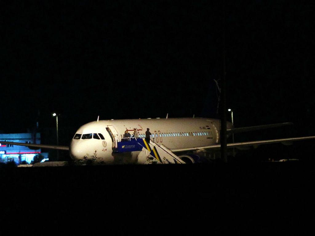 Avião sírio obrigado aterrar pela Turquia (EPA)