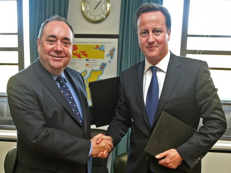 Alex Salmon e David Cameron (foto EPA/GORDON TERRIS/)