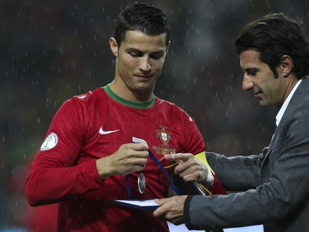 O jogo 100 de Cristiano Ronaldo: abençoado por Figo