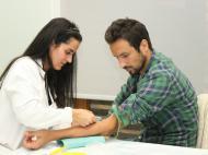 Gil Vicente em ação de recolha de sangue e medula óssea (Foto: Pedro Bessa)