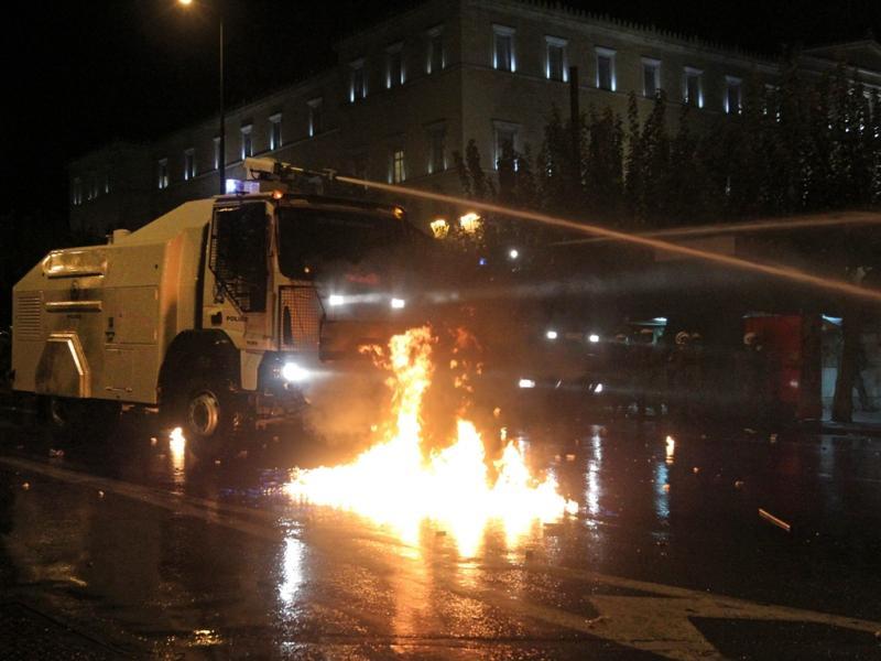 Grécia: confrontos em dia de greve geral (EPA/ORESTIS PANAGIOTOU)