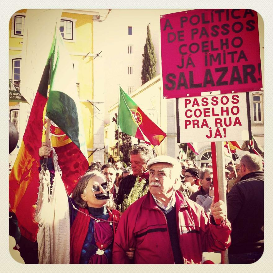 Manifestação pacifica frente ao parlamento