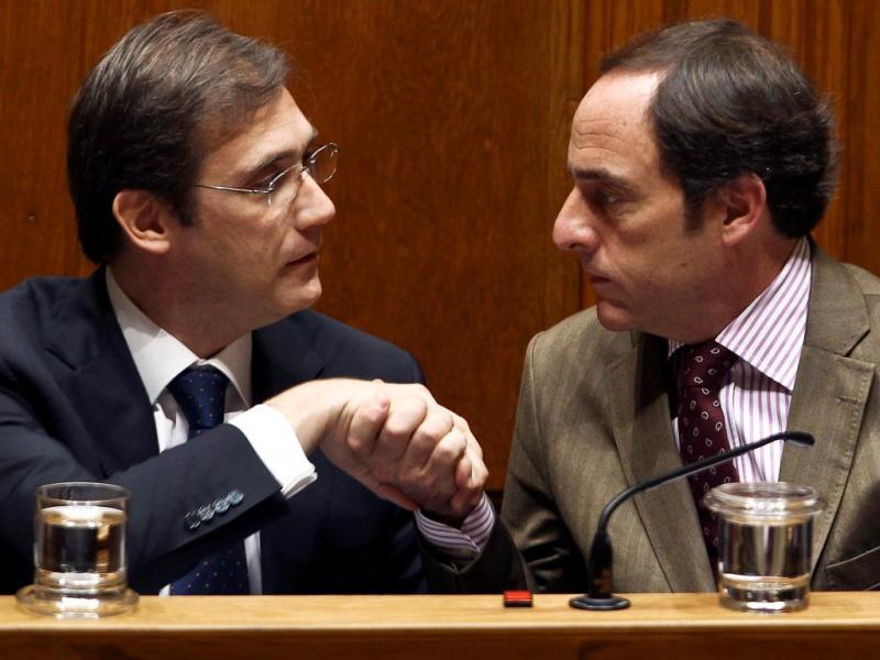 Passos Coelho e Paulo Portas no debate do Orçamento do Estado 2013 (Lusa)