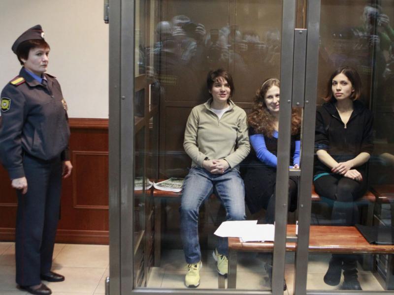 Tribunal de Moscovo proíbe vídeos das Pussy Riot na Internet (Reuters)