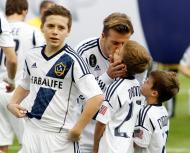 David Beckham com Brooklyn, Romeo e Cruz - David Beckham conta com o apoio dos filhos na despedida dos LA Galaxy Foto: Reuters