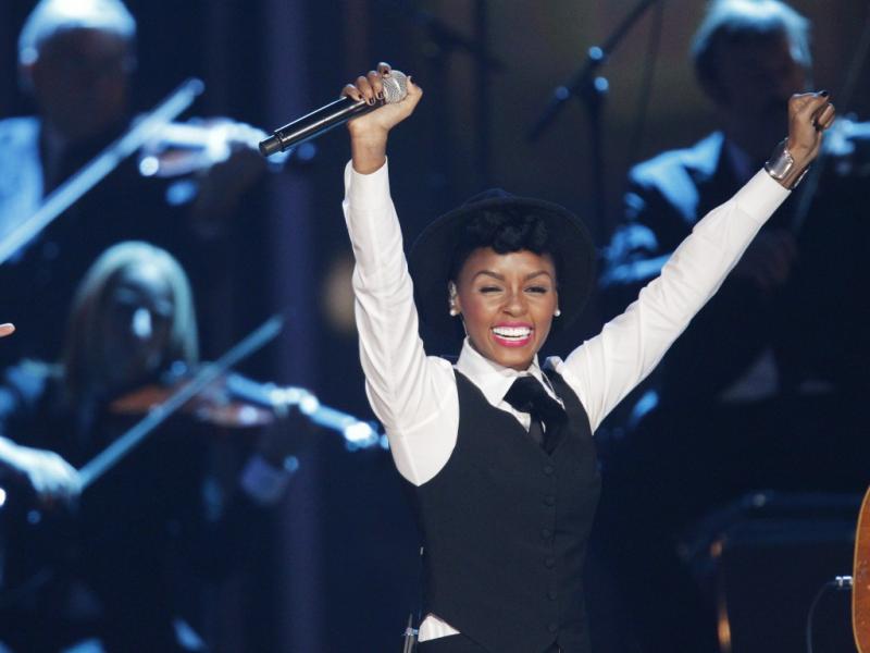Janelle Monáe no concerto dos Fun na apresentação dos nomeados para os Grammy Awards (Reuters)