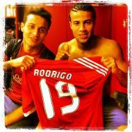 Thiago Alcântara e Rafinha apoiam amigo Rodrigo