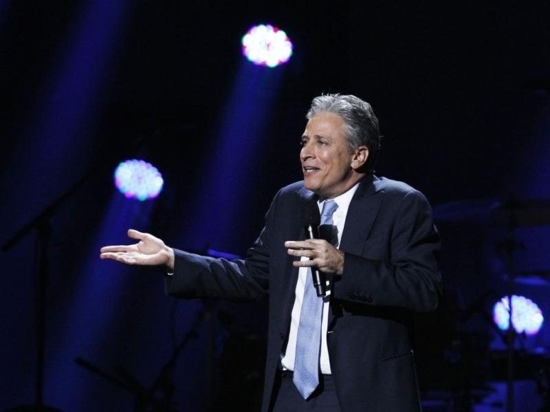 Jon Stewart no concerto «12-12-12» em Nova Iorque (Reuters)