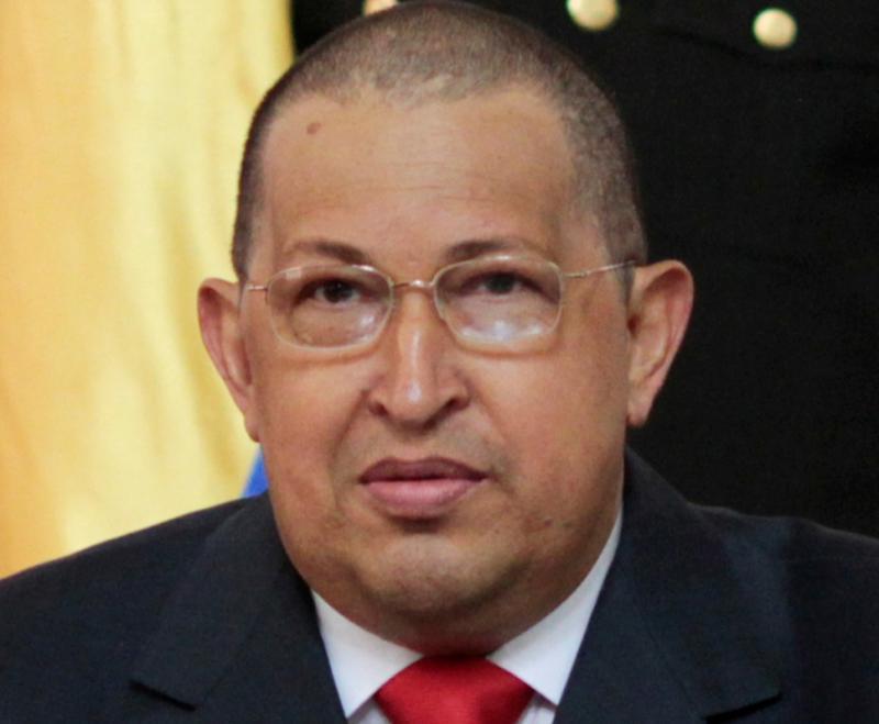 Hugo Chávez aparece de cabeça rapada Foto: Reuters