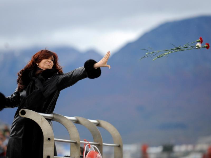 A presidente argentina, Cristina Kirchner, acusou o primeiro-ministro britânico, David Cameron, de apresentar um retrato da Argentina como um país «violento» no âmbito da disputa pelas ilhas Falkland