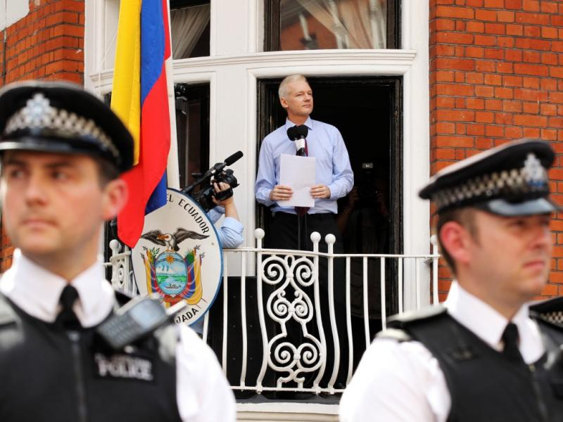Julian Assange refugiado na embaixada do Equador