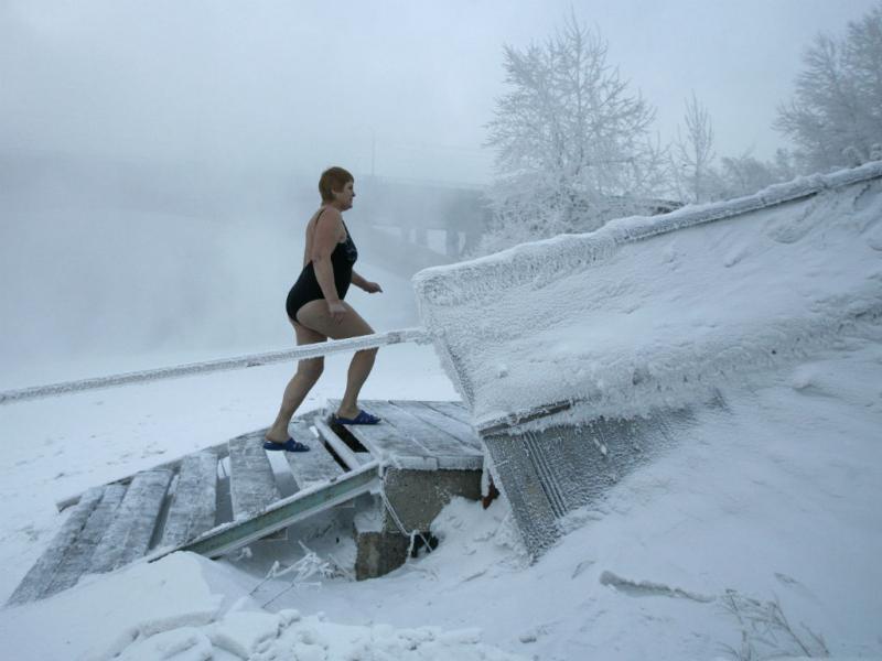 É assim que se toma banho na Sibéria (REUTERS/Ilya Naymushin)