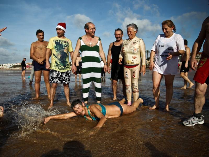 mergulho de Ano Novo em Carcavelos (Lusa)