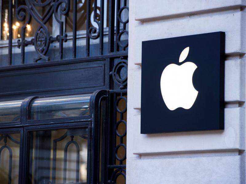 Loja da Apple em Paris assaltada [EPA]