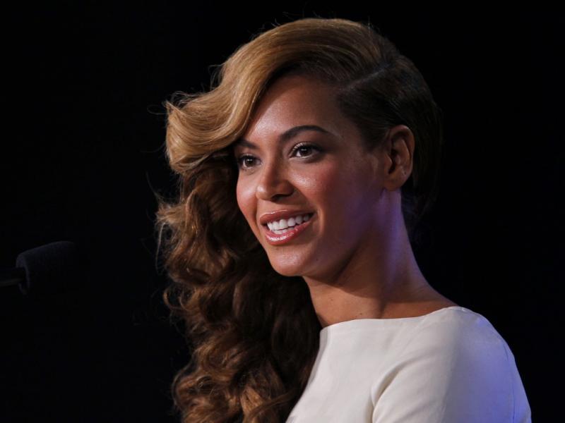 Beyoncé na conferência de imprensa de antevisão do Super Bowl (Reuters)